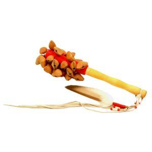 Nutshaker Feuer mit Federschmuck kaufen, Nutshaker kaufen München, Nut-Shaker kaufen Bayern, Nuß-Rassel, Seelenwanderer, Nuss-Schüttler,Nuß-Rassler, Nuss-Rassel, Rassel aus Nuss-Schalen kaufen - Nutshaker Feuer mit Entenfeder